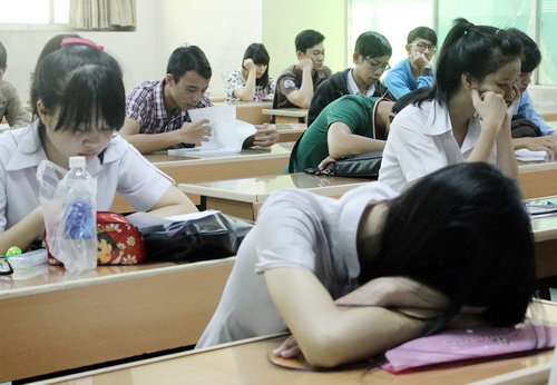 Áp lực học tập khiến nhiều thí sinh bị stress trước kỳ thi THPT quốc gia