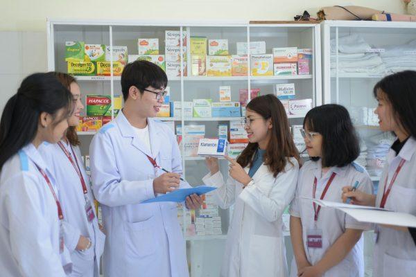 ngành Dược thi khối nào